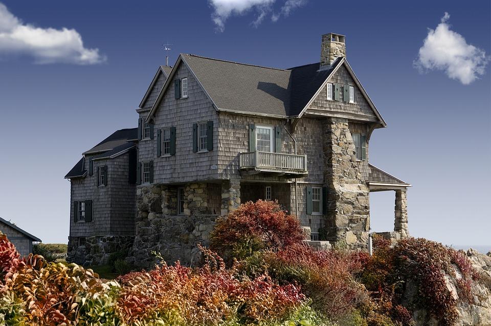 Какой дом лучше строить — деревянный или кирпичный